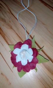 Upominek dla mamy: kwiaty z foamiranu (warsztaty online).