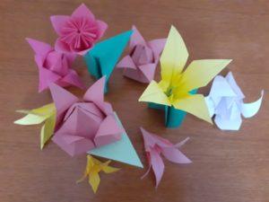 Upominek dla mamy: kwiaty na dzień mamy – origami  (warsztaty on-line).
