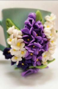 Kwitnące bzy – rękodzieło artystyczne.