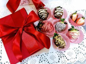 Czekoladowo-truskawkowy bukiet z pralinkami na Walentynki