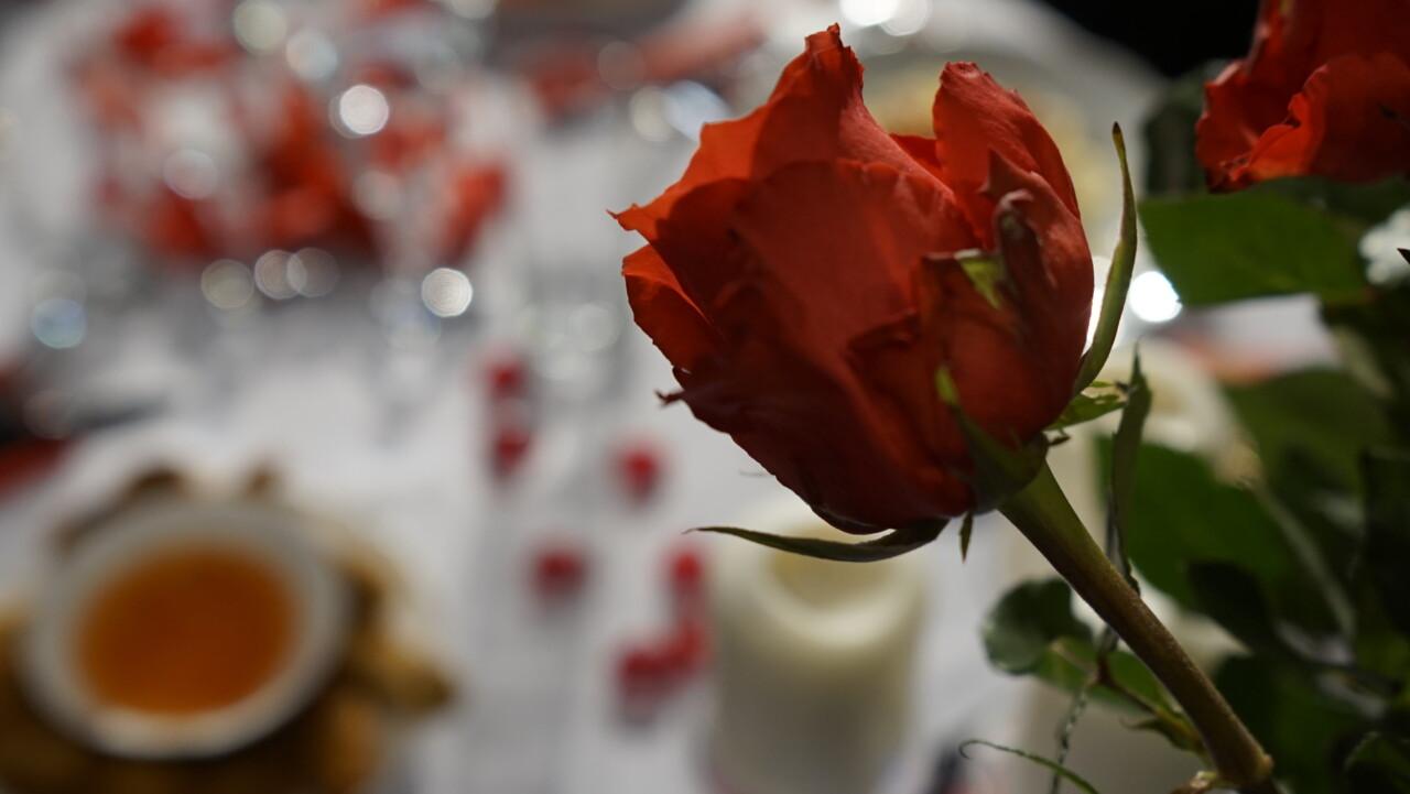 Dekoracja stołu walentynkowego – domowym sposobem