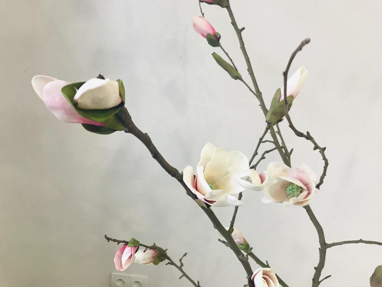 Gałąź magnolii z foamiranu.
