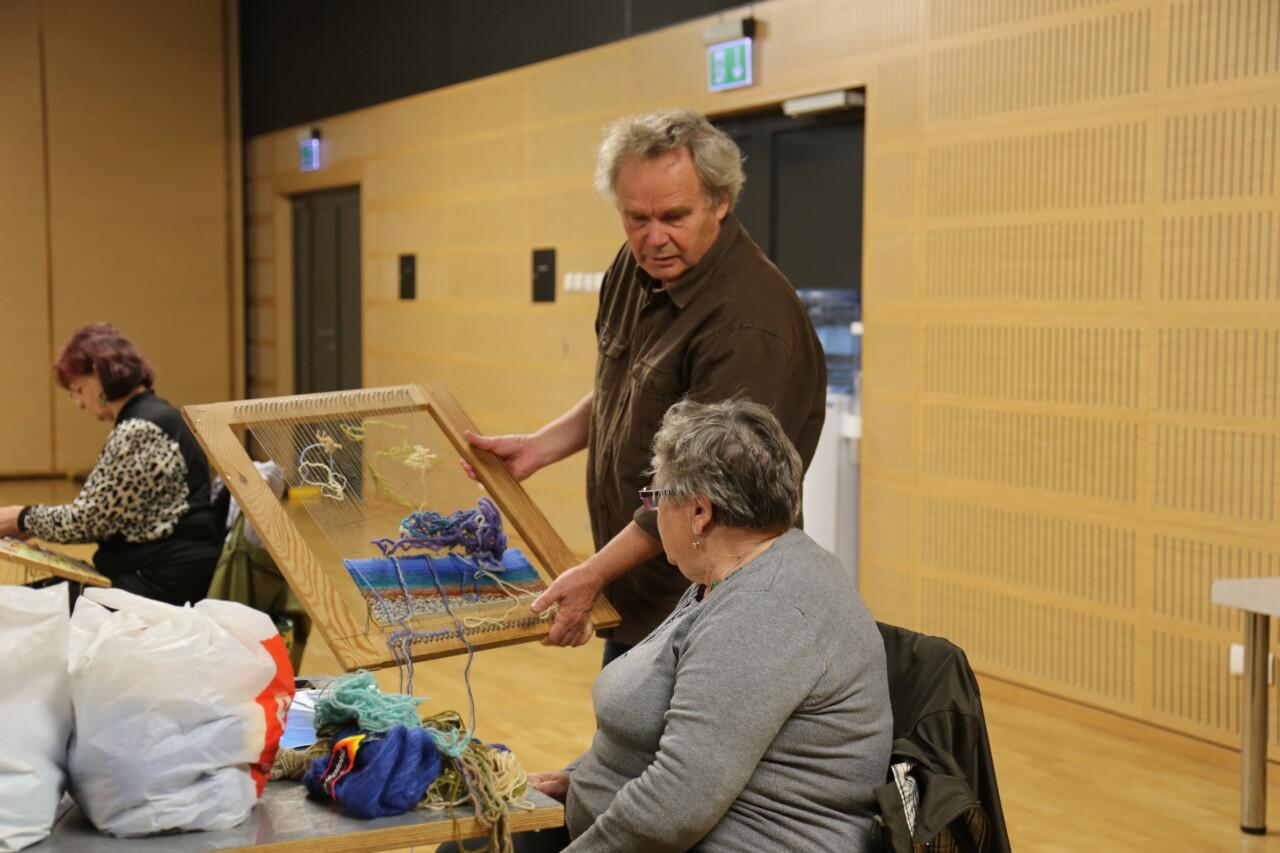 Aktywnie i kreatywnie – malarstwo i tkactwo dla dorosłych w GOK.