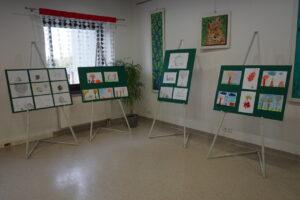 Wystawa pierwszych dzieł naszych małych artystów z zajęć rysunku i malarstwa.