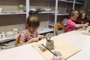 Zajęcia z ceramiki artystycznej dla dzieci.